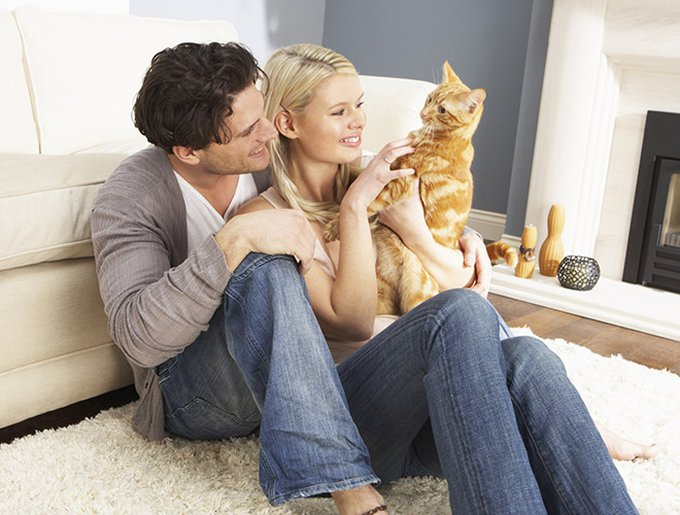 couple-with-cat