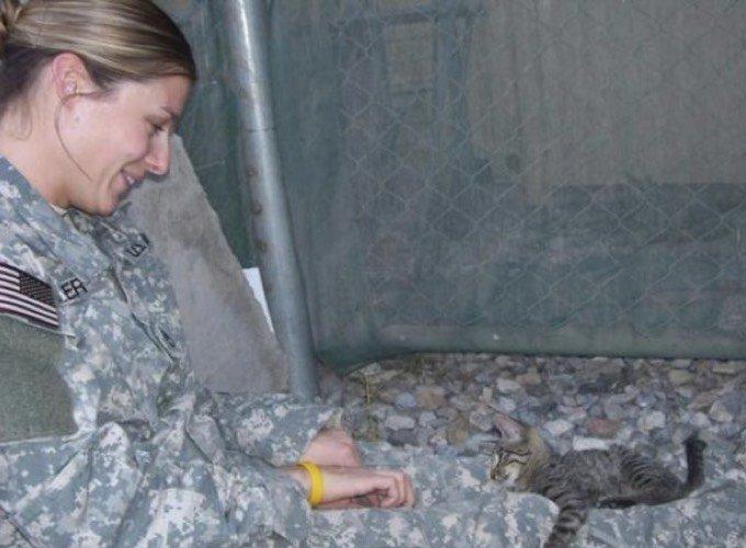 Christine salvando al gatito